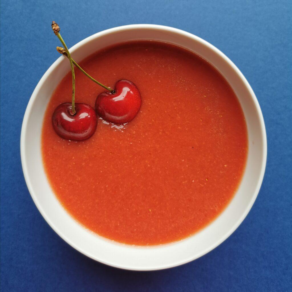 Gazpacho z czereśniami. Foto: Przewodnik Andaluzja.
